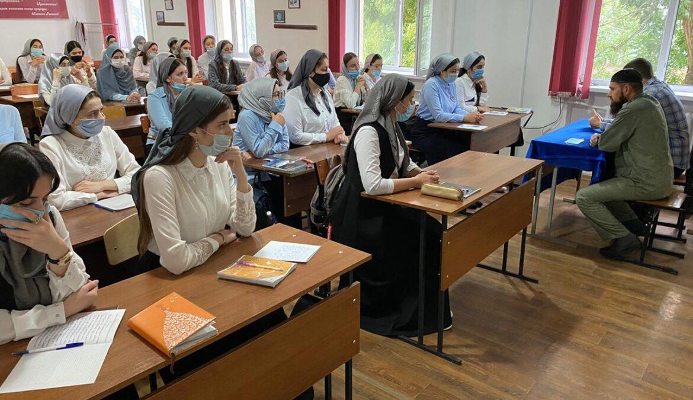 В ЧГПУ прошла встреча первокурсников с представителями Центра противодействия экстремизму и ДУМ ЧР