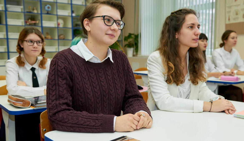 В России проходит ЕГЭ по обществознанию